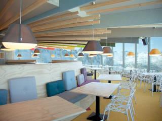 Coll Blanc: Locales gastronómicos de estilo  de Stone Designs