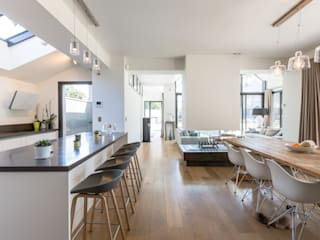 Maison contemporaire à Dinard:  de style  par Cyril Folliot Photographe
