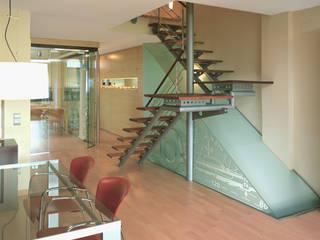 Pasillos, vestíbulos y escaleras de estilo minimalista de Daifuku Designs Minimalista