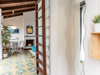 Pasillos, vestíbulos y escaleras de estilo moderno de Boite Maison Moderno