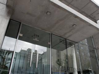 FEDERACIÓN PATRONAL Oficinas y comercios de estilo moderno de Poggi Schmit Arquitectura Moderno