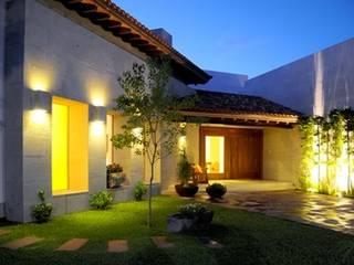 CASA RANAS: Casas de estilo  por MARIO TALAMAS
