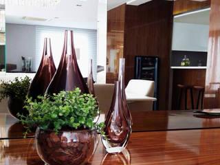 Detalhes Sala de Jantar: Sala de jantar  por MR18 Arquitetura | Interiores