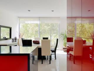 Modern dining room by Excelencia en Diseño Modern Engineered Wood Transparent