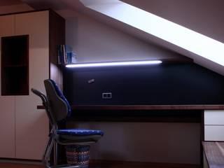 Oficinas de estilo moderno por Ruperti Schreinerei