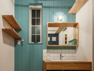 Industrial style bathroom by dwarf Industrial