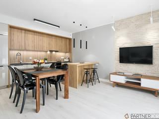 Mieszkanie pokazowe Nowoczesny salon od Q2Design Nowoczesny