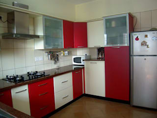 Kitchen & Wadrobes: country  by Womenz Modular Designers Private Limited,Country