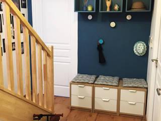Projet SF Couloir, entrée, escaliers modernes par Agence 1+1 Moderne