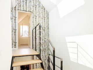 Scandinavian style corridor, hallway& stairs by O2 Concept Architecture Scandinavian
