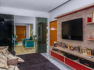 Media room by Daniele Galante Arquitetura