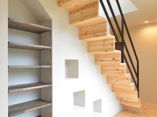 OARK一級建築士事務所 Modern corridor, hallway & stairs Solid Wood Wood effect