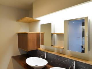 OARK一級建築士事務所 Modern bathroom