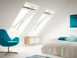 Sottotetto Camera da letto moderna di Tucommit Moderno