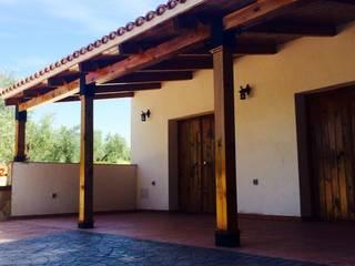 Nuevo edificio de Cocinas en Cortijo de celebraciones: Locales gastronómicos de estilo  de Rubí & Del Árbol_arquitectos