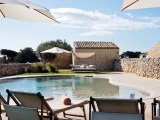 Piscinas de estilo  de BB Architettura del Paesaggio, Rural
