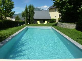 Construction d'une piscine béton dans la région de Chambéry Envid'O Piscine moderne Gris