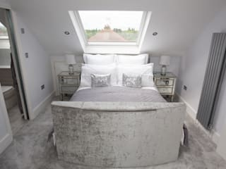 I'd never want to leave this bed!:  Bedroom by The Market Design & Build