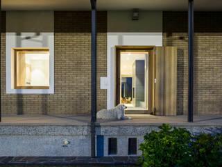 Casa CL: Case in stile  di C&P Architetti - Luca Cuzzolin + Elena Pedrina