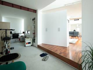 AtelierorB Modern Corridor, Hallway and Staircase