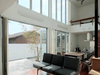 2010 HMC House: AtelierorB  が手掛けたリビングです。