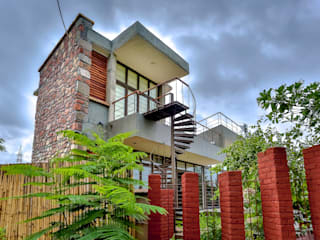 Villa Aaranyak Modern houses by prarthit shah architects Modern
