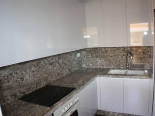 Reforma de cocina Cocinas de estilo moderno de Gestionarq, arquitectos en Xàtiva Moderno Granito