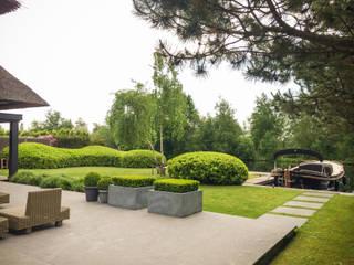 Tuin aan de plas: moderne Tuin door Vosselman Buiten