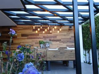 DISEÑO Y RECUPERACIÓN DE UN JARDÍN EN MÉXICO Balcones y terrazas modernos de Arquitectos M253 Moderno