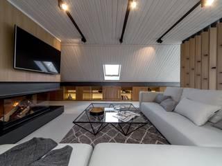 Мансарда с железным поясом LOFTING Гостиная в стиле лофт
