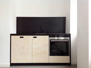 Cocinas de estilo moderno por Maison du Bonheur