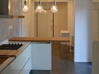 Studio di Architettura Ortu Pillola e Associati Modern kitchen White