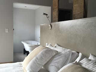 Timber house renovation Nieuwoudt Architects Country style bedroom White