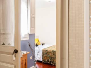 Ensuite bedroom Nowoczesna sypialnia od Markham Stagers Nowoczesny