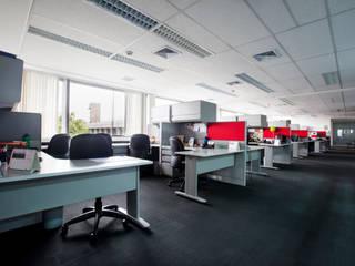 Oficina uno: Oficinas y Tiendas de estilo  por Carughi Studio