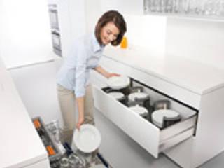Solutions de rangement et aménagement BLUM, disponibles chez NORMAL KONCEPT par NORMAL KONCEPT Moderne