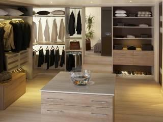 Dressing haut de gamme: Dressing de style  par Antoine de Castéras