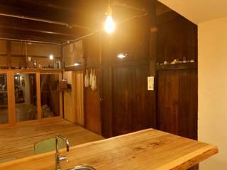 白石家リノベーション: 浅野翼建築設計室が手掛けたリビングです。
