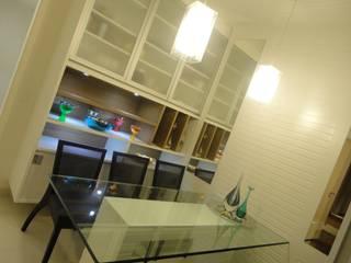 Apartamento Campo Belo: Cozinhas  por PR+ Arquitetura