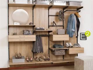 Vestidores y closets de estilo  por Espacio al Cuadrado