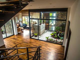 ICAZBALCETA Arquitectura y Diseño Modern balcony, veranda & terrace