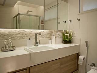 Banheiro: Banheiros  por Andréa Spelzon Interiores