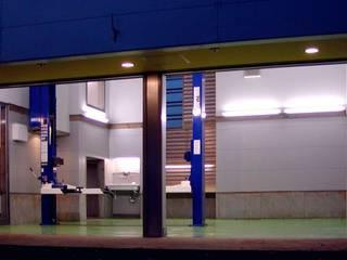 テックんのガレージハウス ローコストで 住宅はついていればいいよ 相模原市 ミニマルデザインの ガレージ・物置 の 石井淳アトリエ ミニマル