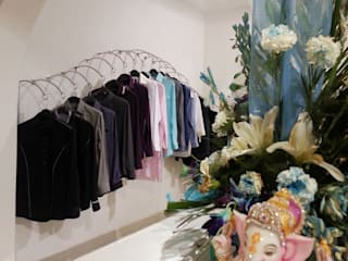 TURQUOISE -designer clothes showroom Minimalist walls & floors by Ingenious Minimalist