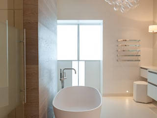 LONDON TOWNHOUSE BATHROOM: modern Bathroom by Laura Sole Interiors
