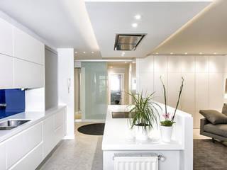 Modern Kitchen by Gala Feng Shui Interiorismo online en Azpeitia Modern