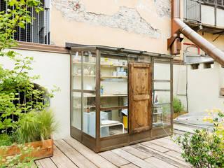 TERRAZZO Torino: Terrazza in stile  di marta carraro