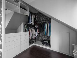 Walk in closet de estilo  por Progetti Architektura