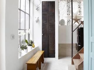 Design for Love Pasillos, vestíbulos y escaleras de estilo industrial