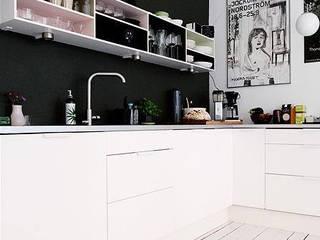 Pensa in Rosa: Pantone 2016 i colori pastello!: Cucina in stile in stile Scandinavo di Design for Love